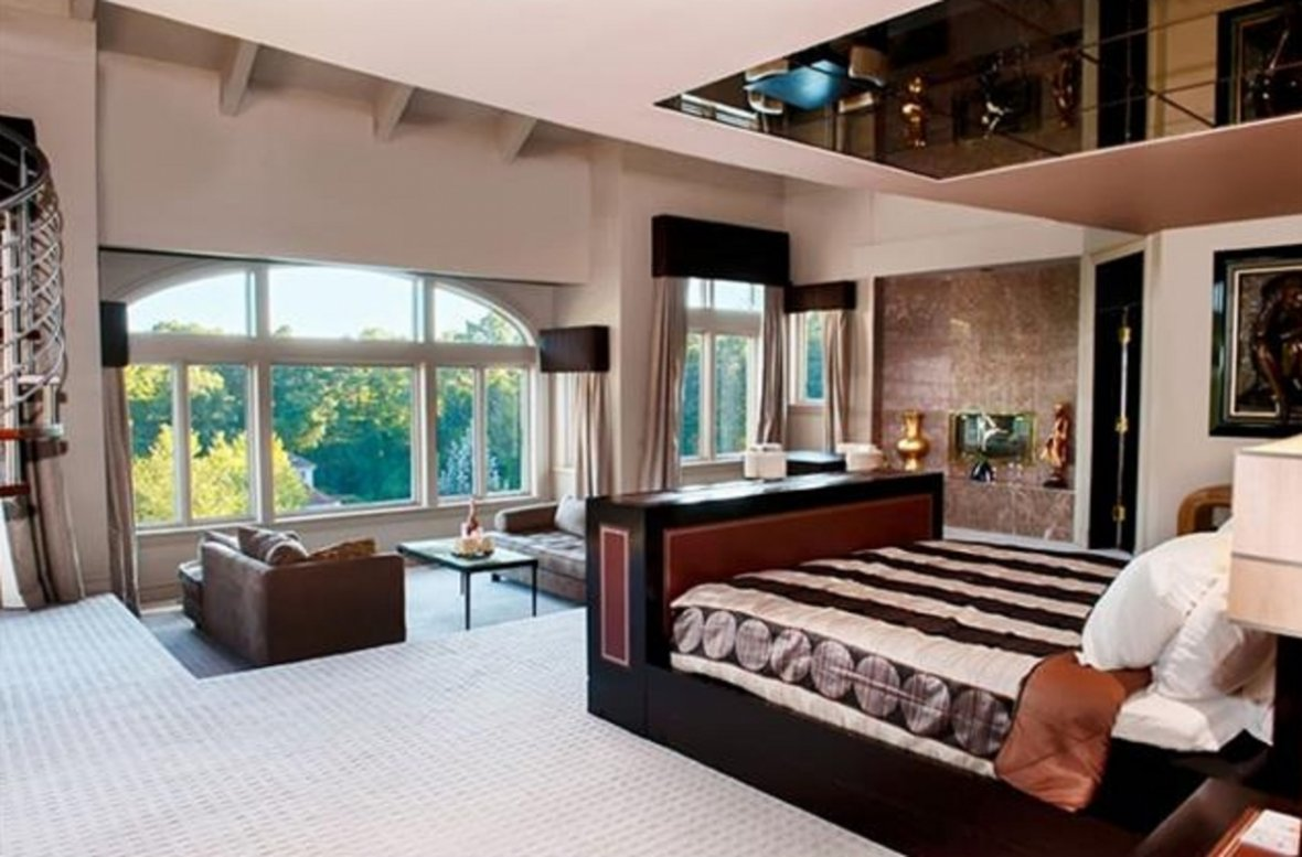 Bedroom in 50 Cent's mansion