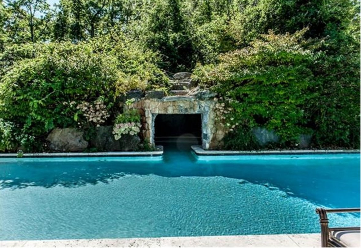 Outdoor pool at 50 Cent's mansion
