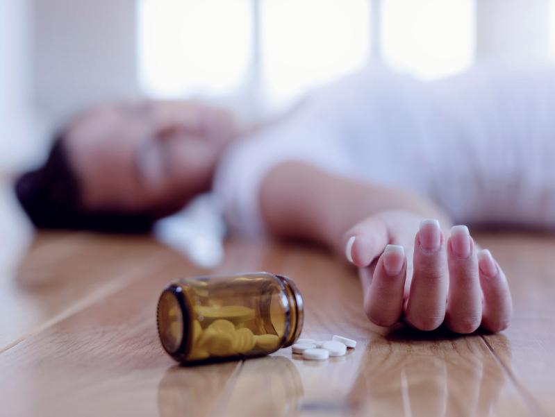 Pills drug overdose woman