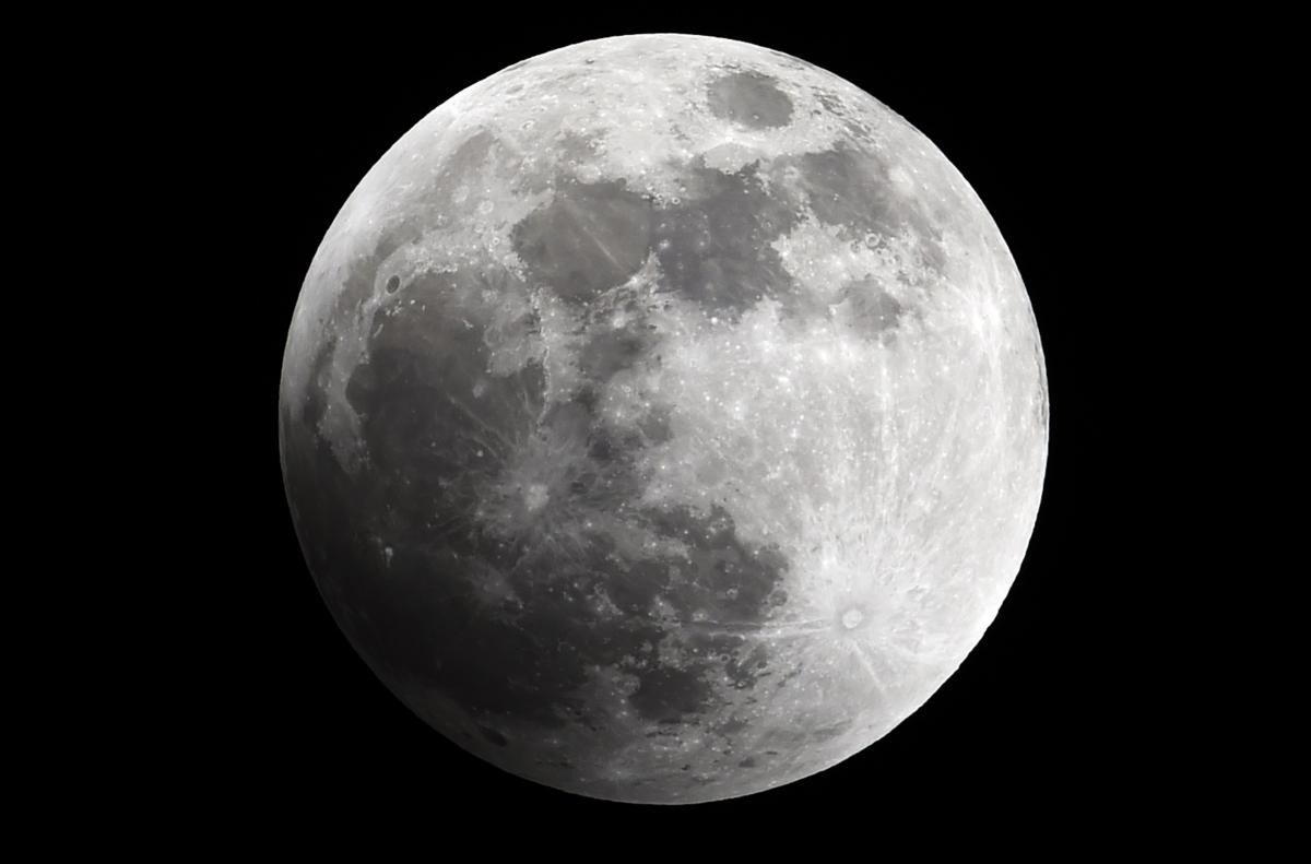 'Supermoon' makes extra close appearance this weekend