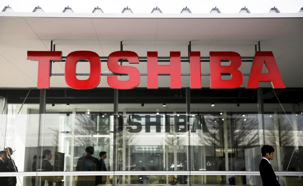 Scandal-hit Toshiba has warned of its biggest annual loss of $4.5bn