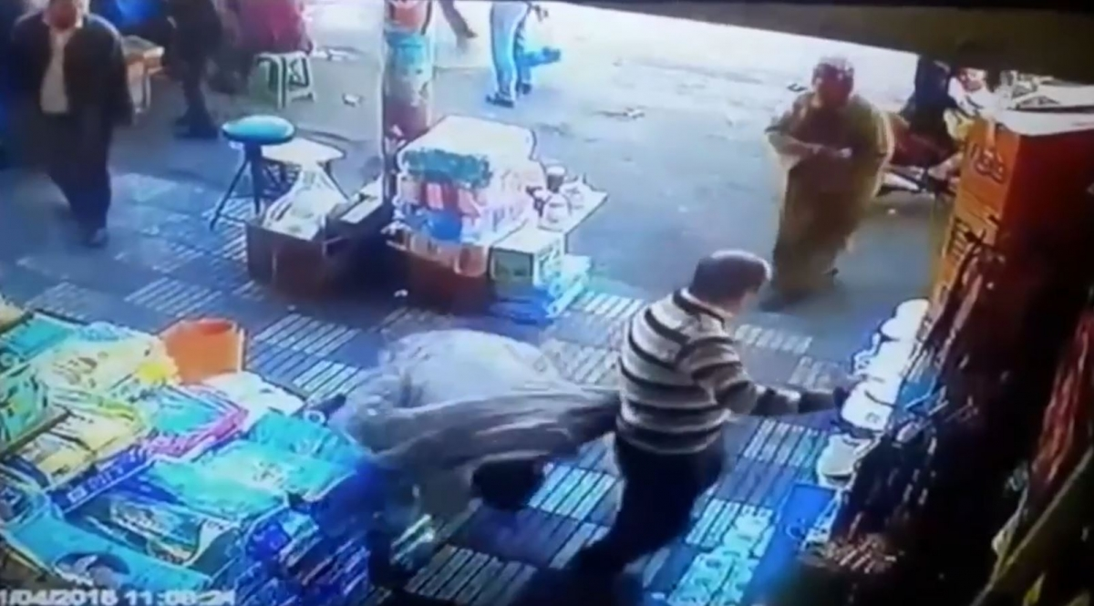 Moroccan woman knocks out man