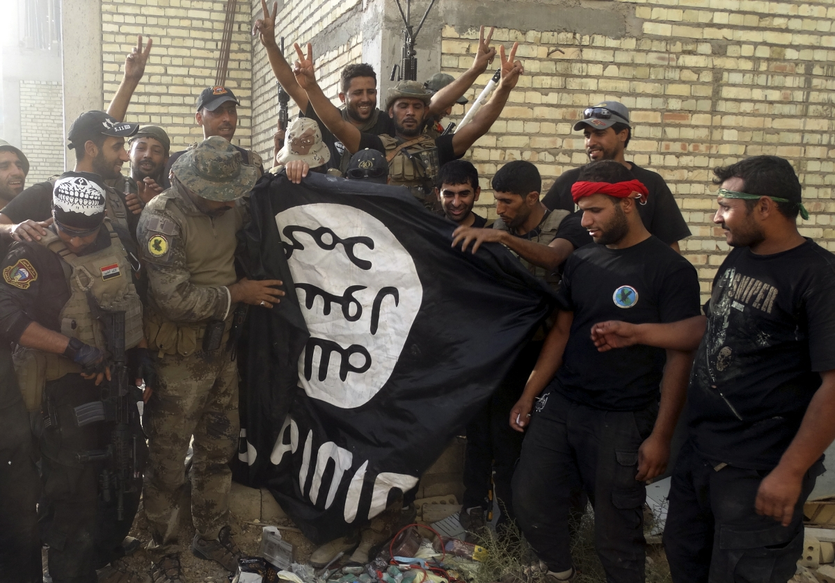 Iraqi soldiers hold ISIS flag in Ramadi