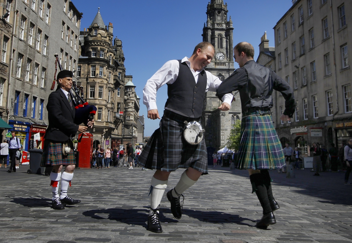 scottish men dancing