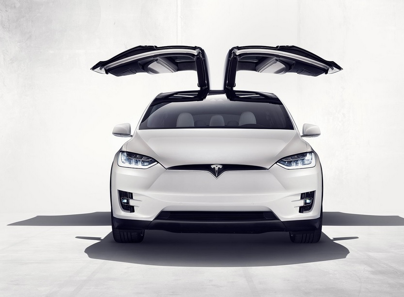 Tesla Motors celebrates Christmas with Model X SUV light show