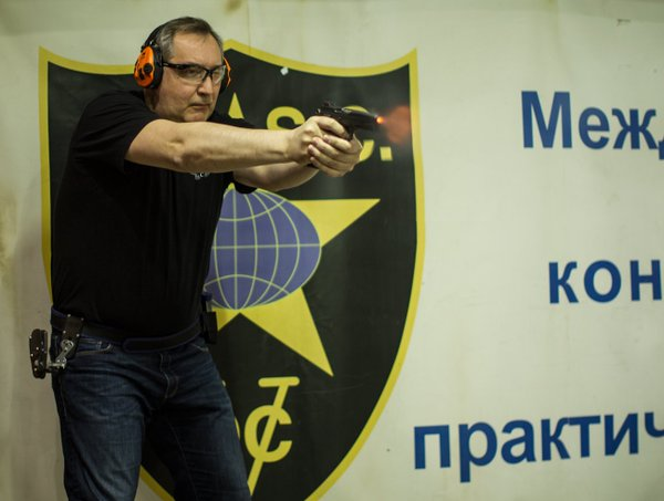 Dmitry Rogozin at the firing range