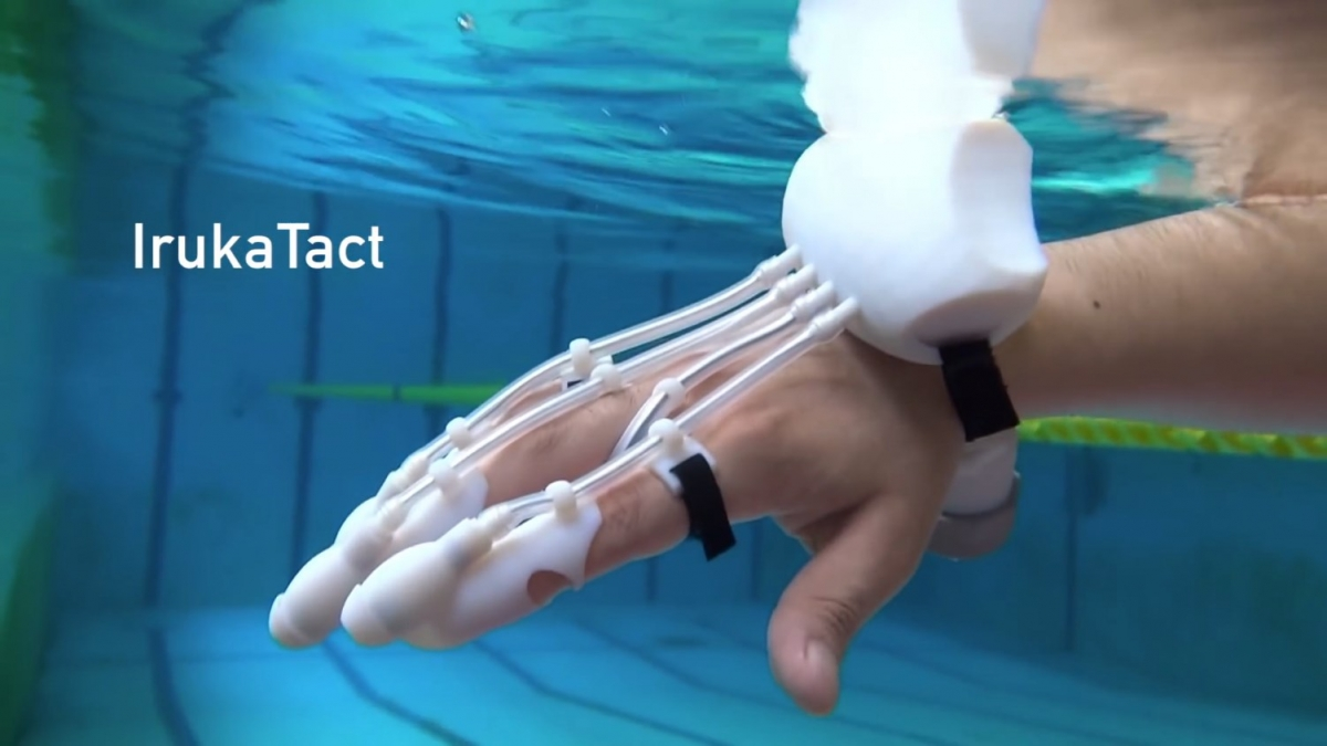 diy haptic sonar glove helps detect objects in floodwaters. Black Bedroom Furniture Sets. Home Design Ideas
