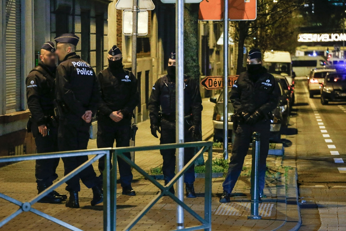 Belgian police conduct searches in the Molenbleek
