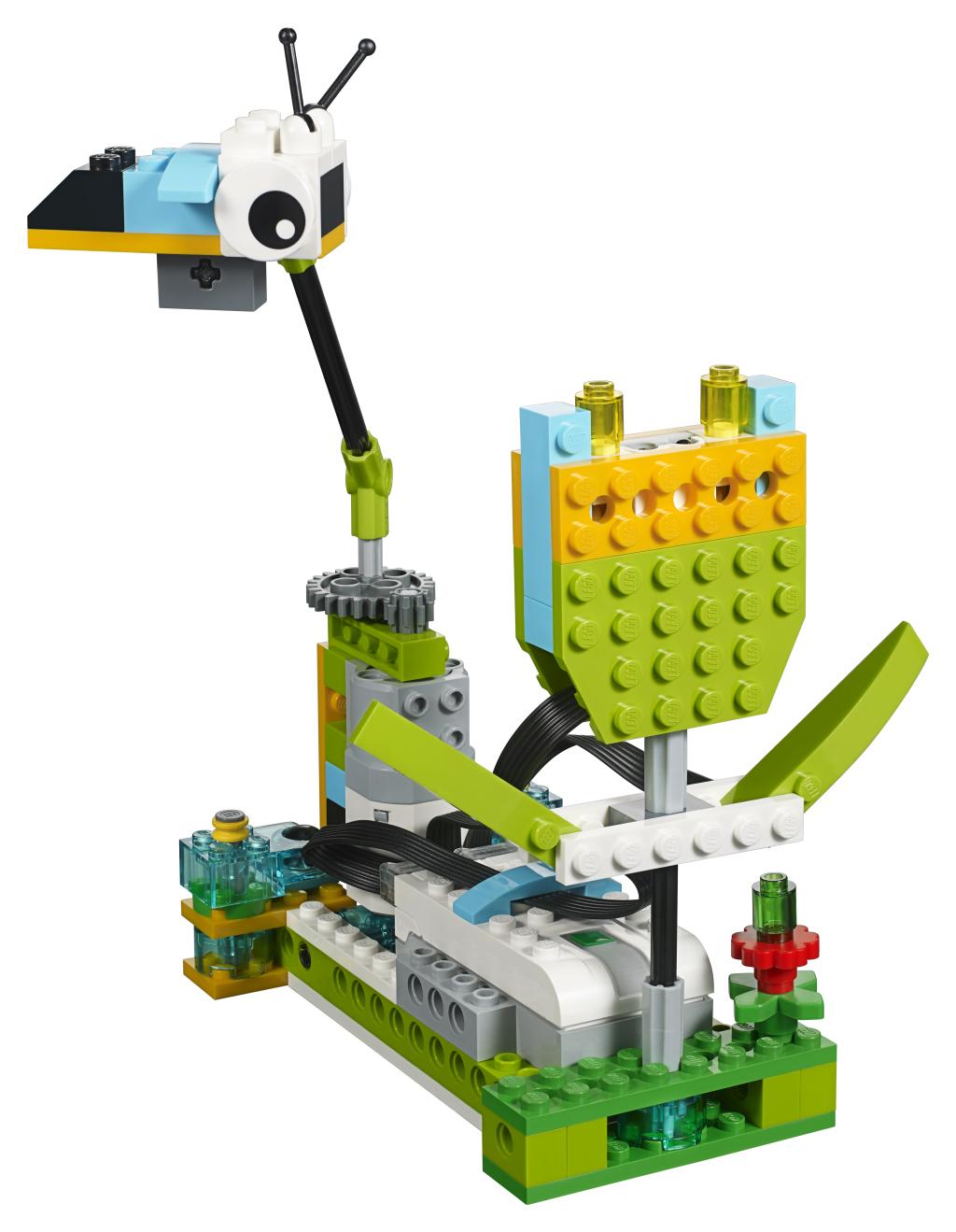 CES 2016: LEGO's WeDo 2.0 Robotics Kit