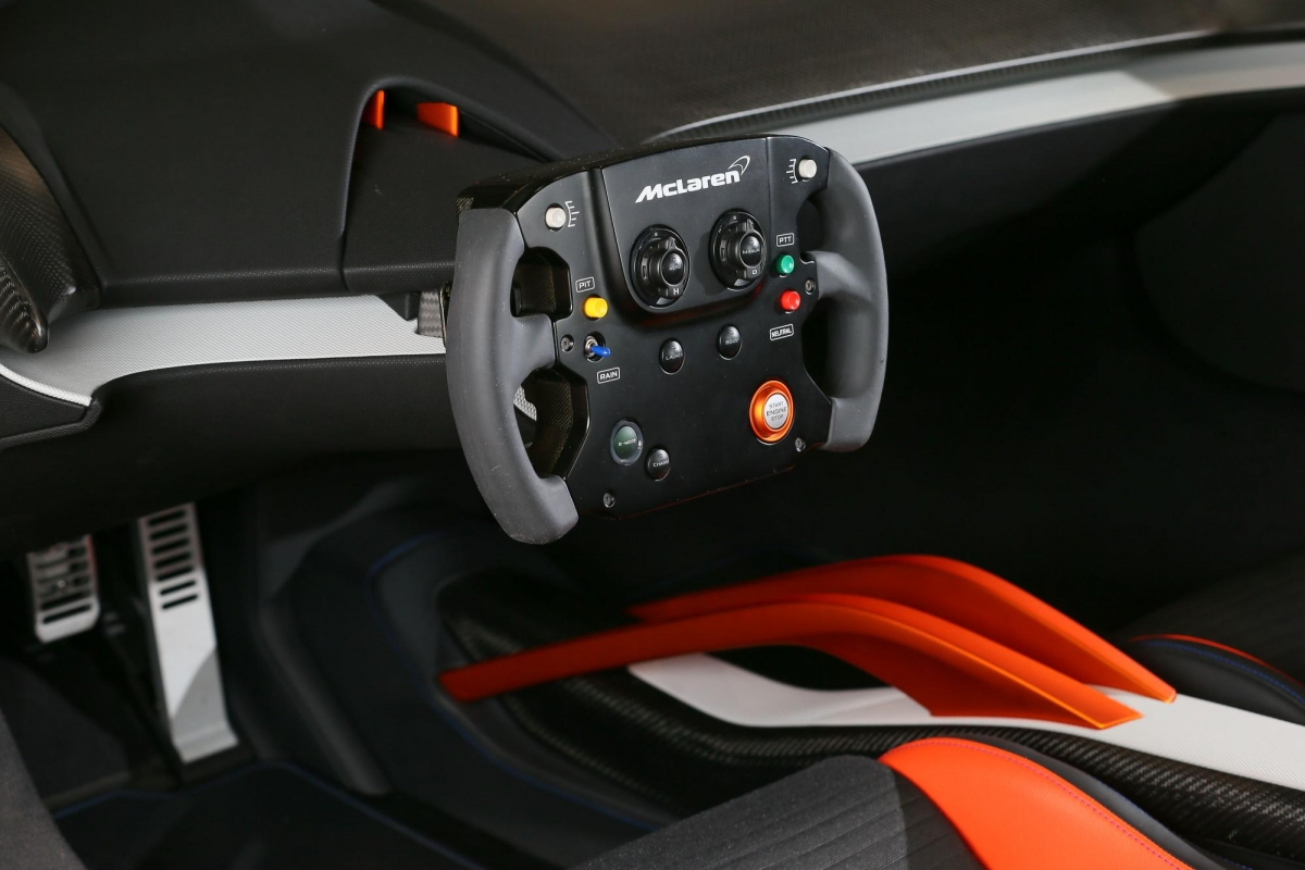 McLaren 675LT Kenwood CES steering wheel