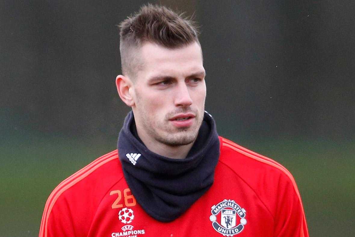 Manchester United won't sell Morgan Schneiderlin for under £20million