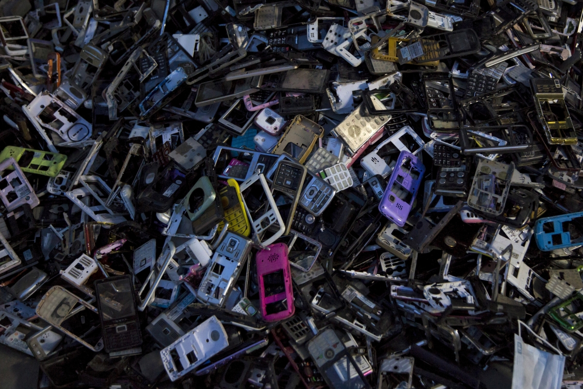 apple closed ecosystem electronic waste