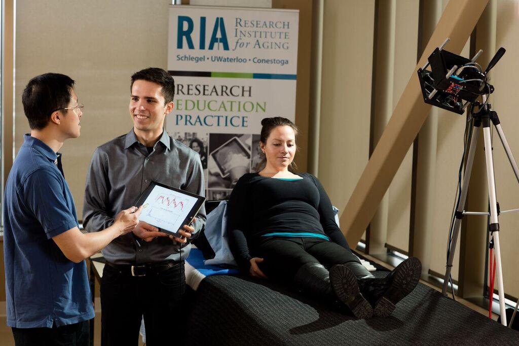 Non-invasive device measures a patient's blood flow