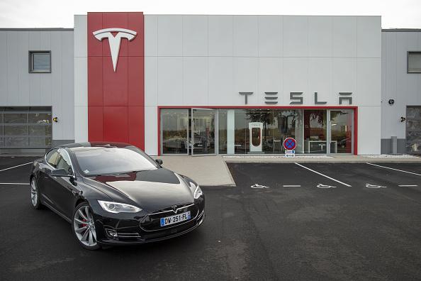 Tesla Motors modifies autopilot feature in Model S sedans and introduces Summon