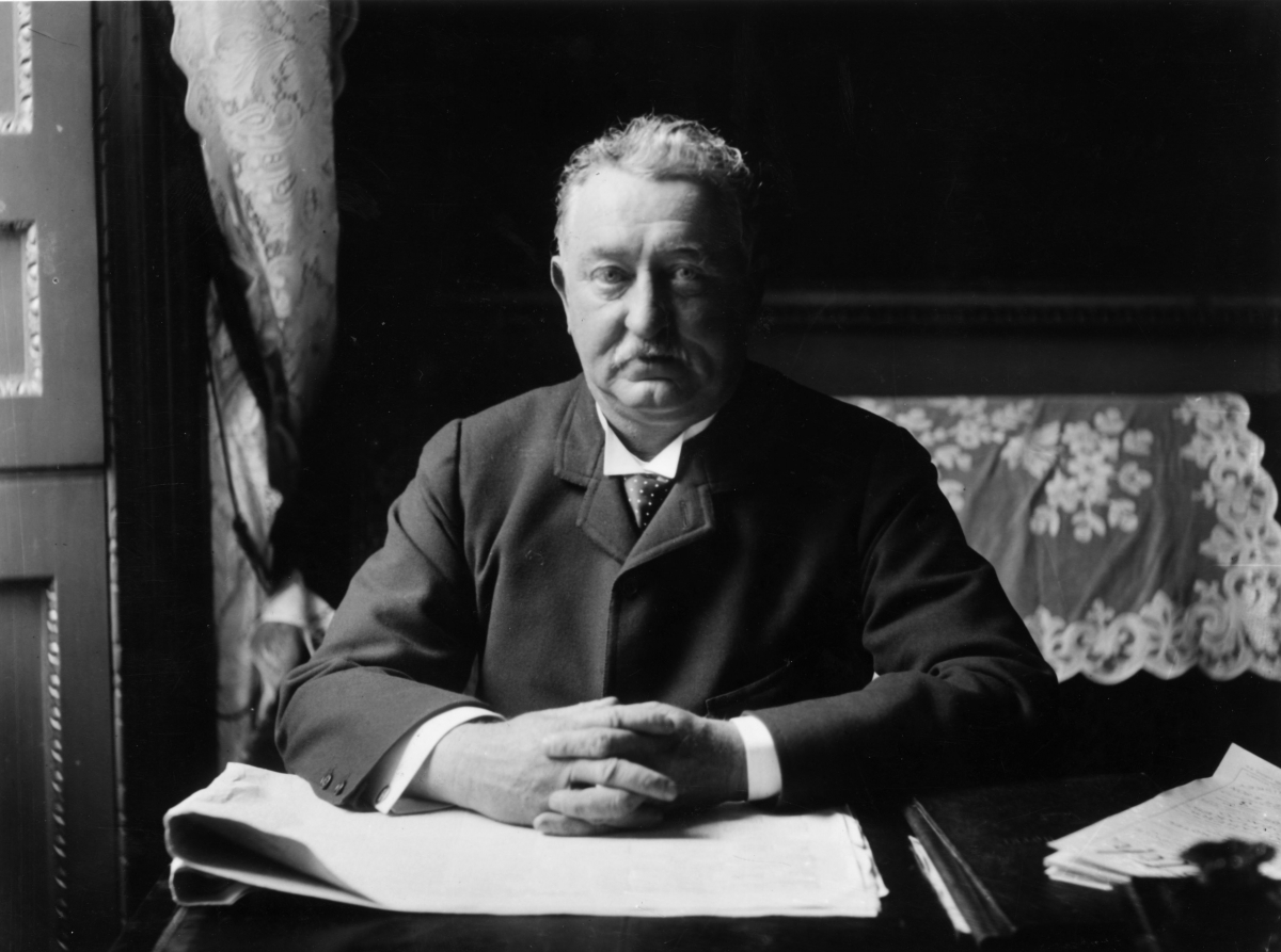 the life and times of cecil rhodes of england Lord patten defends oxford's historical relationship with cecil rhodes saying that many of its and even replication of life historic england.