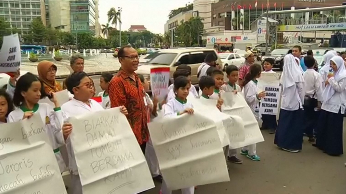 Jakarta school children rally against terrorism