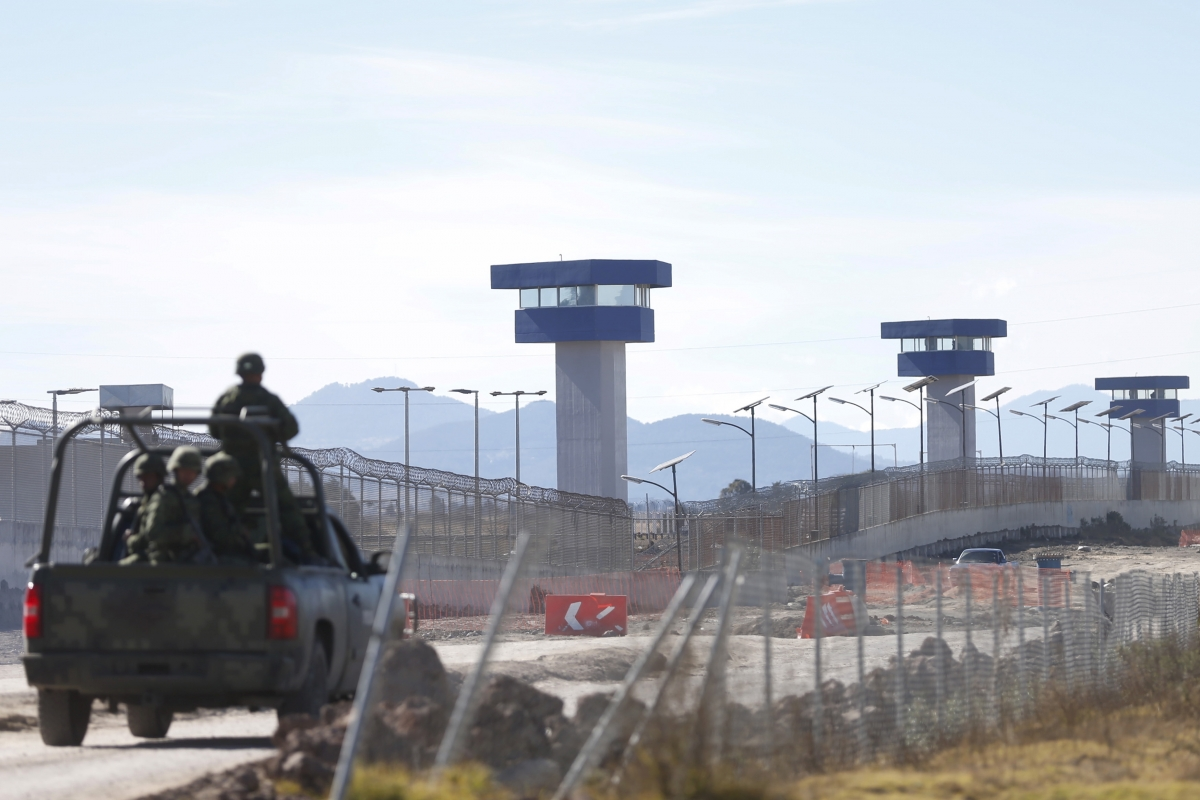 el chapo mexico sean penn prison
