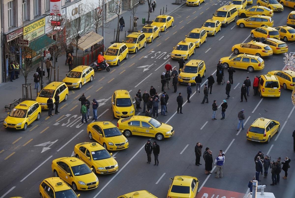 Uber shutdown demanded by Hungarian taxi drivers
