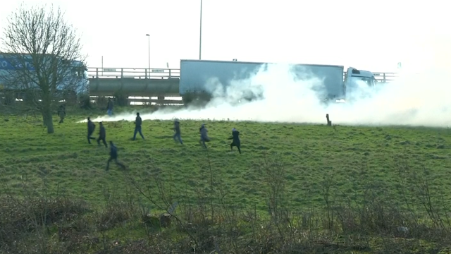 Police fire tear gas at refugees