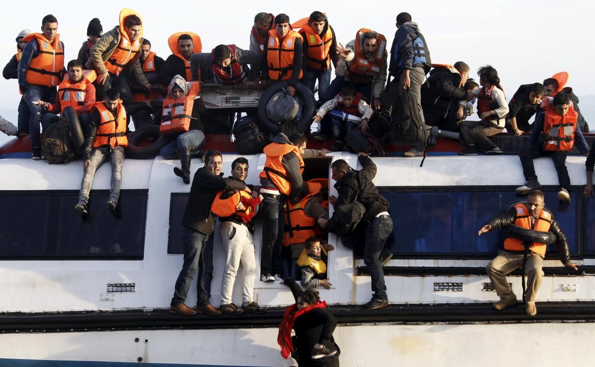 Syrians struggle to leave a half-sunken catamaran