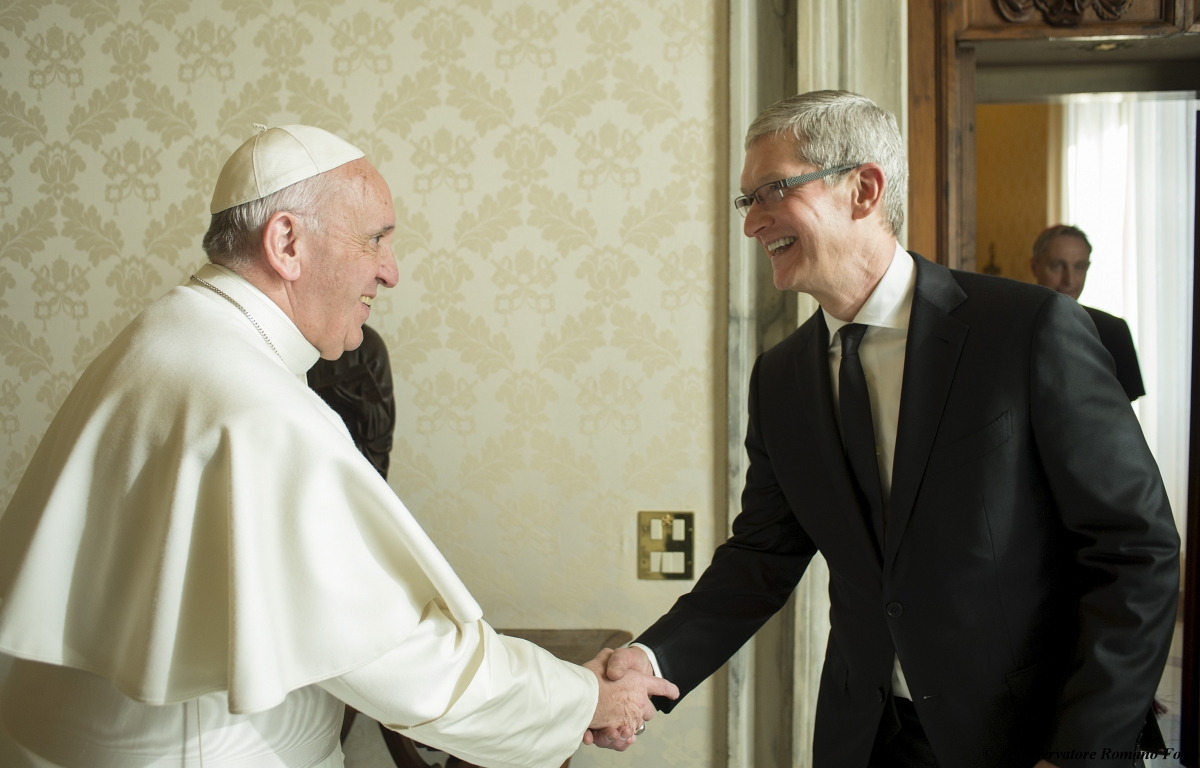 Tim Cook meets Pop Francis