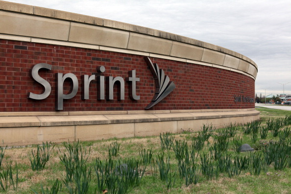 Sprint downsizes by cutting 2,500 jobs