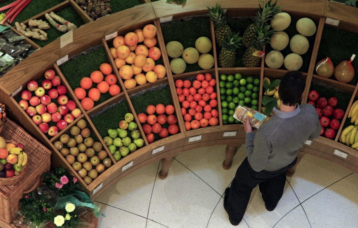 fresh fruit in the supermarket
