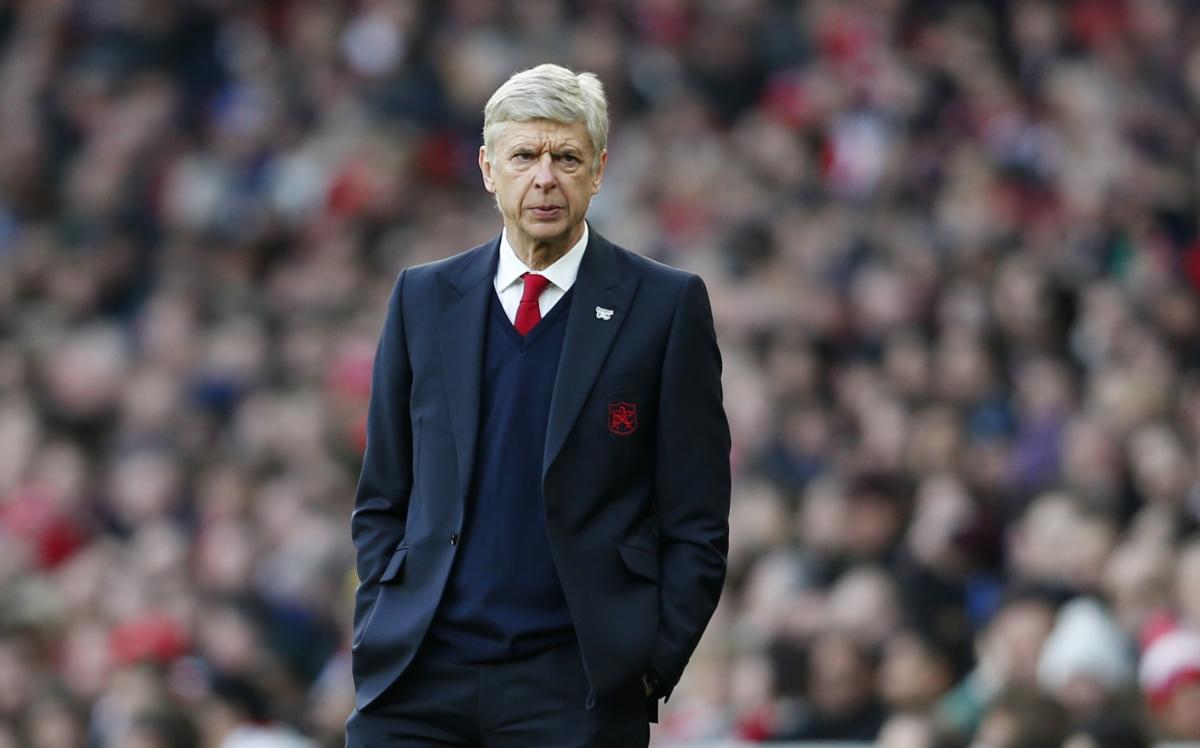 Arsene Wenger pitchside