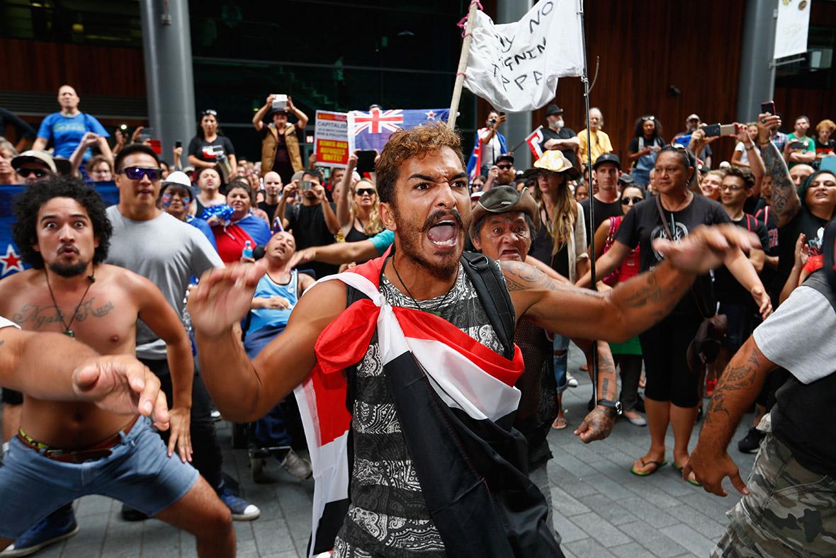 New Zealand: Anti-TPP protestors bombard Auckland streets