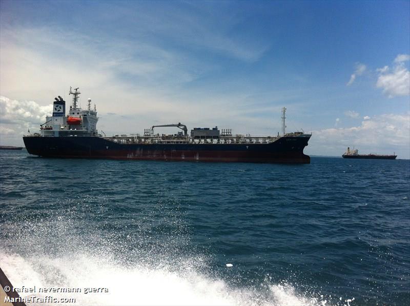 Leon Dias tanker