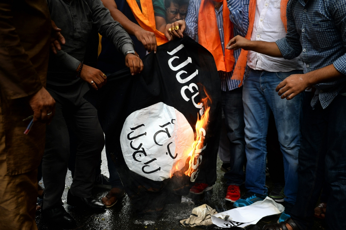 Indians burn Isis flag