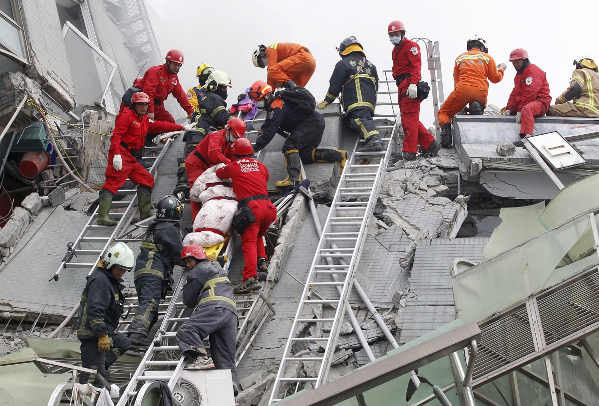 Taiwan earthquake rescue workers recover body