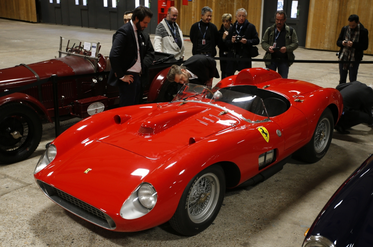 1957 Ferrari Sold For 163 24 7m Becomes Most Expensive Racing