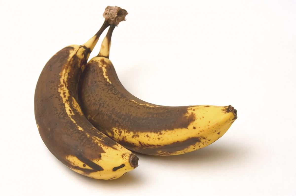 Old banana skins help ...