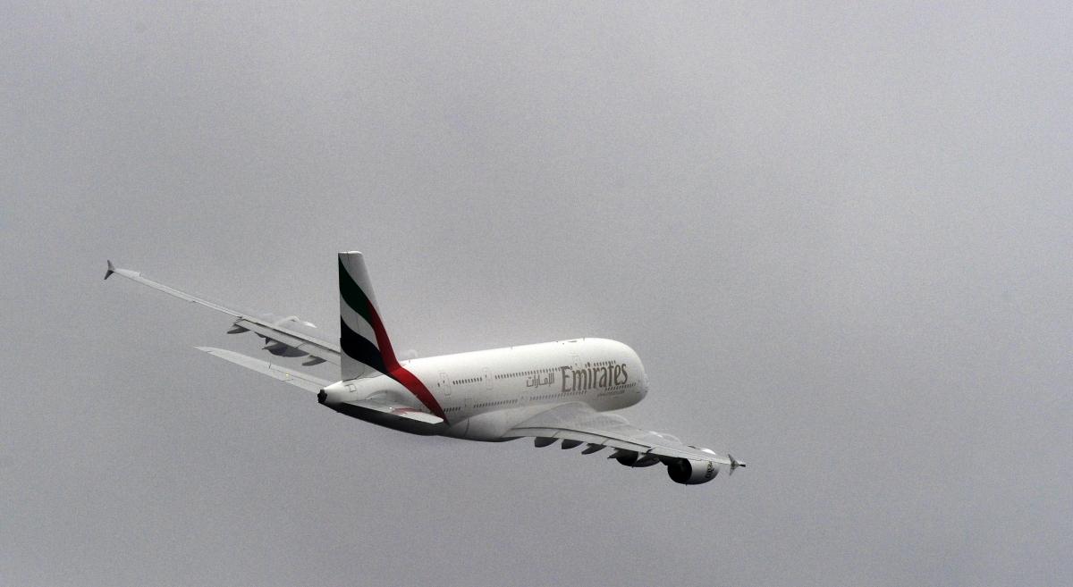 emirates plane take-off