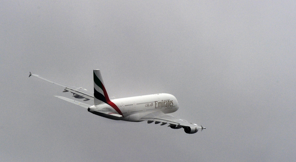 emirates plane take-off