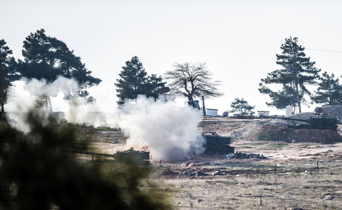 Turkish tanks shell Syria