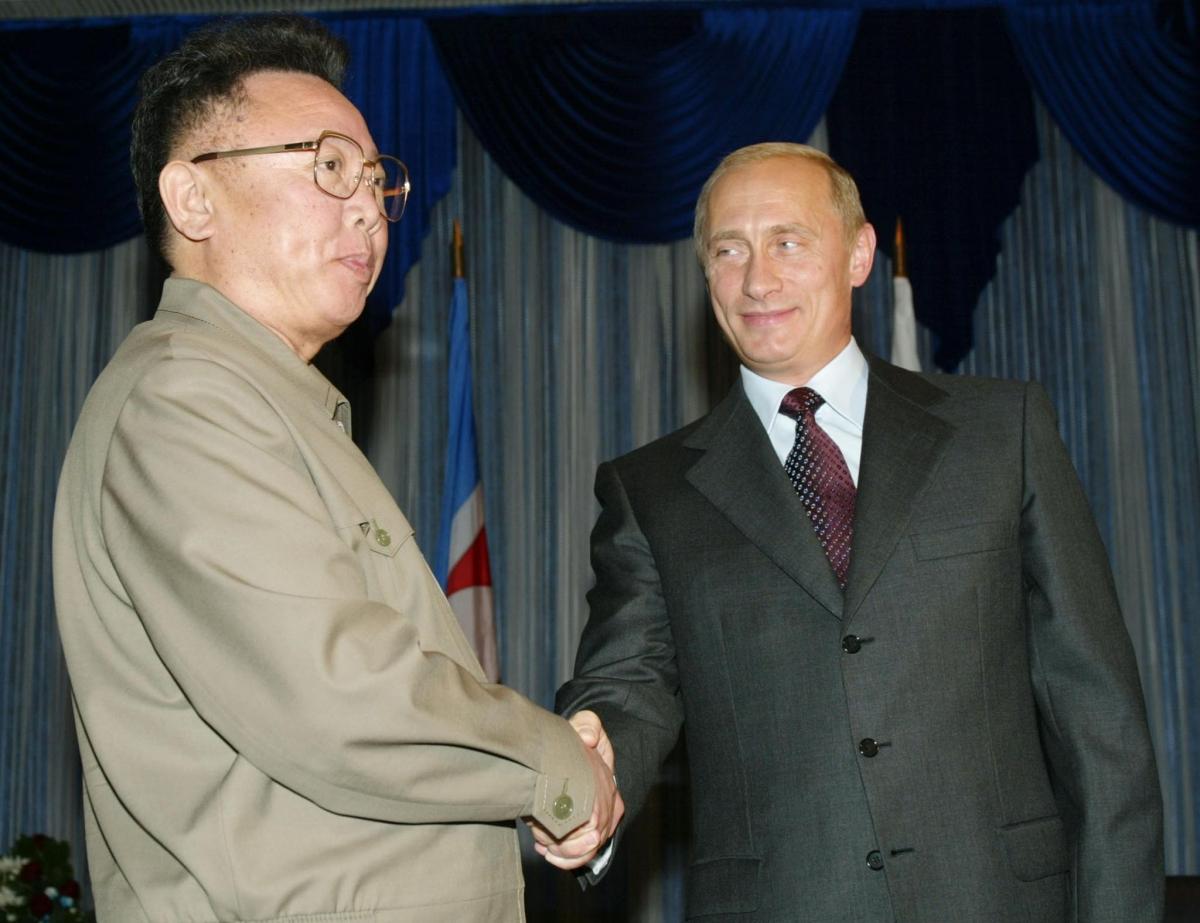 kim jong il Kim jong il (hangul:김정일 hanja:金正日) (birth name юрий ирсенович ким) (born february 16, 1941, in vyatskoye, russia died december 17, 2011) was the dictator of north korea.