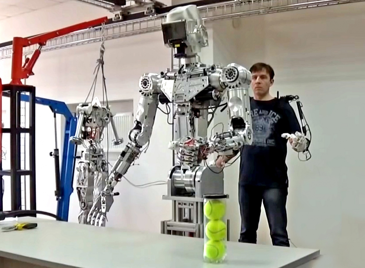 Russian human-like robot successfully shoots twin pistols