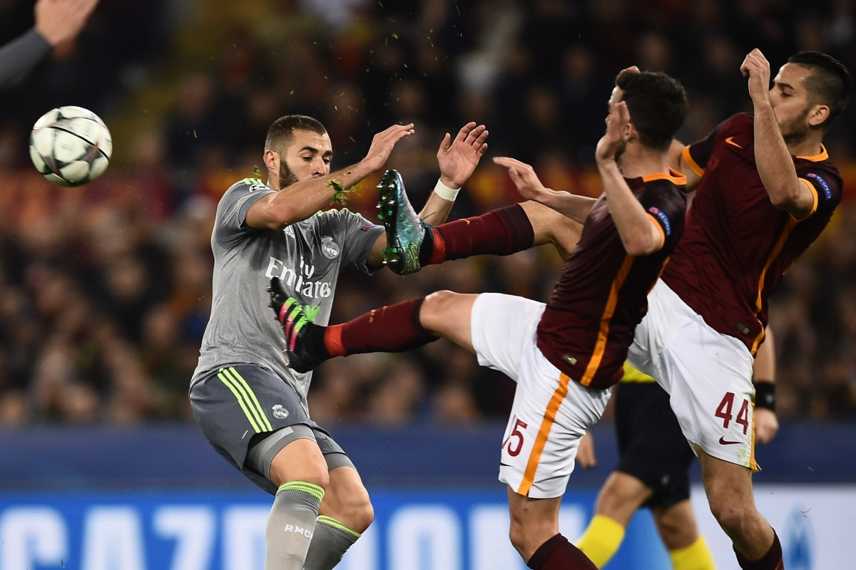 Roma and Madrid players battle