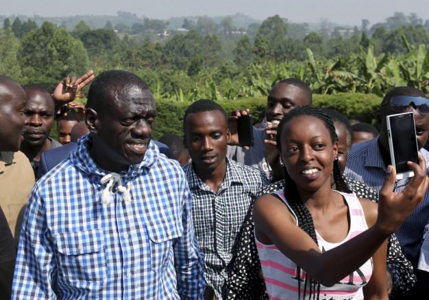 Kizza Besigye casts his vote Uganda