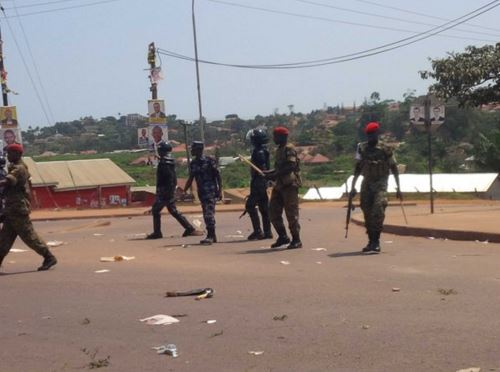 Police fires tear gas in Gabba Uganda