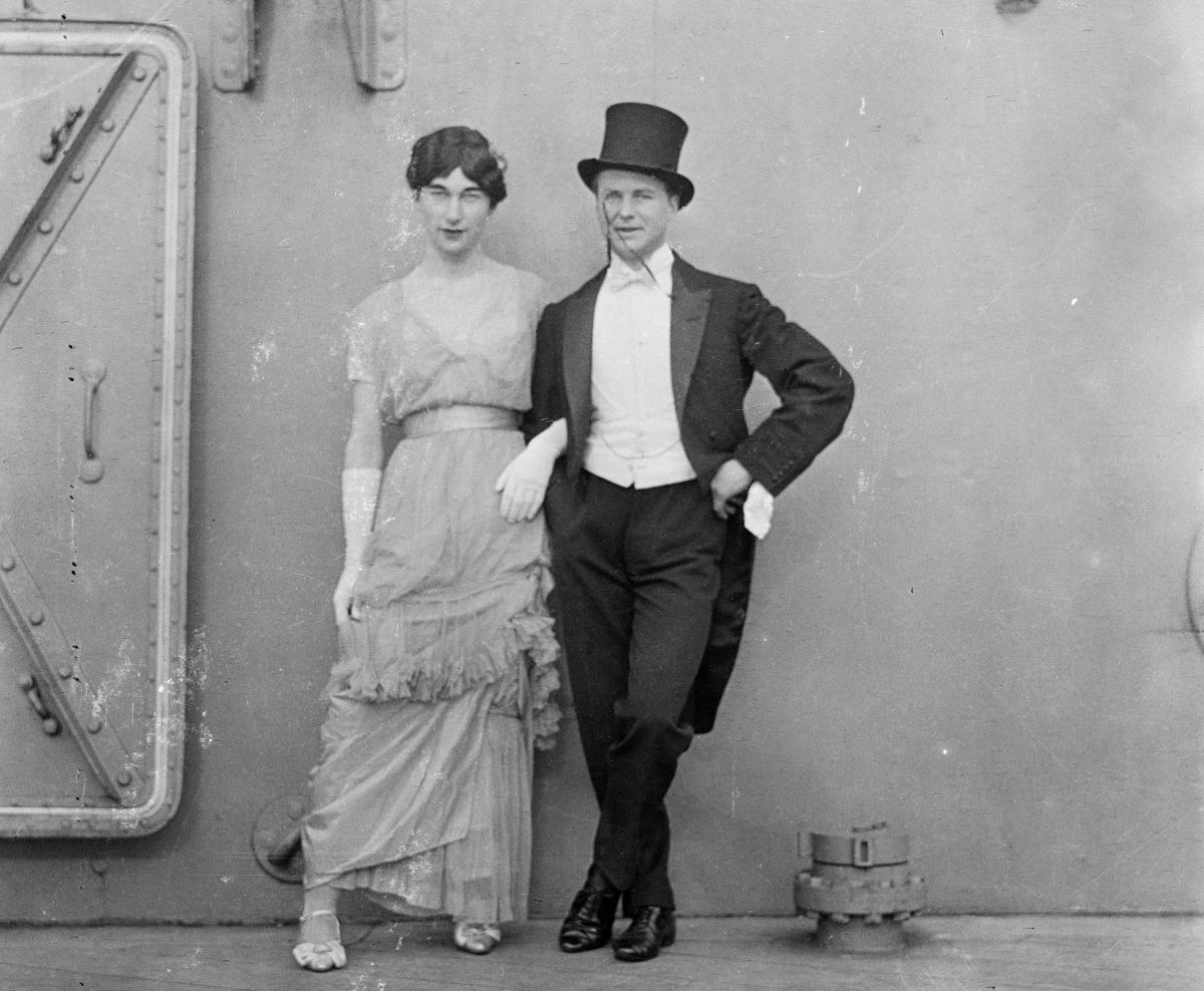 Drag act on the HMS Queen Elizabeth, 1913