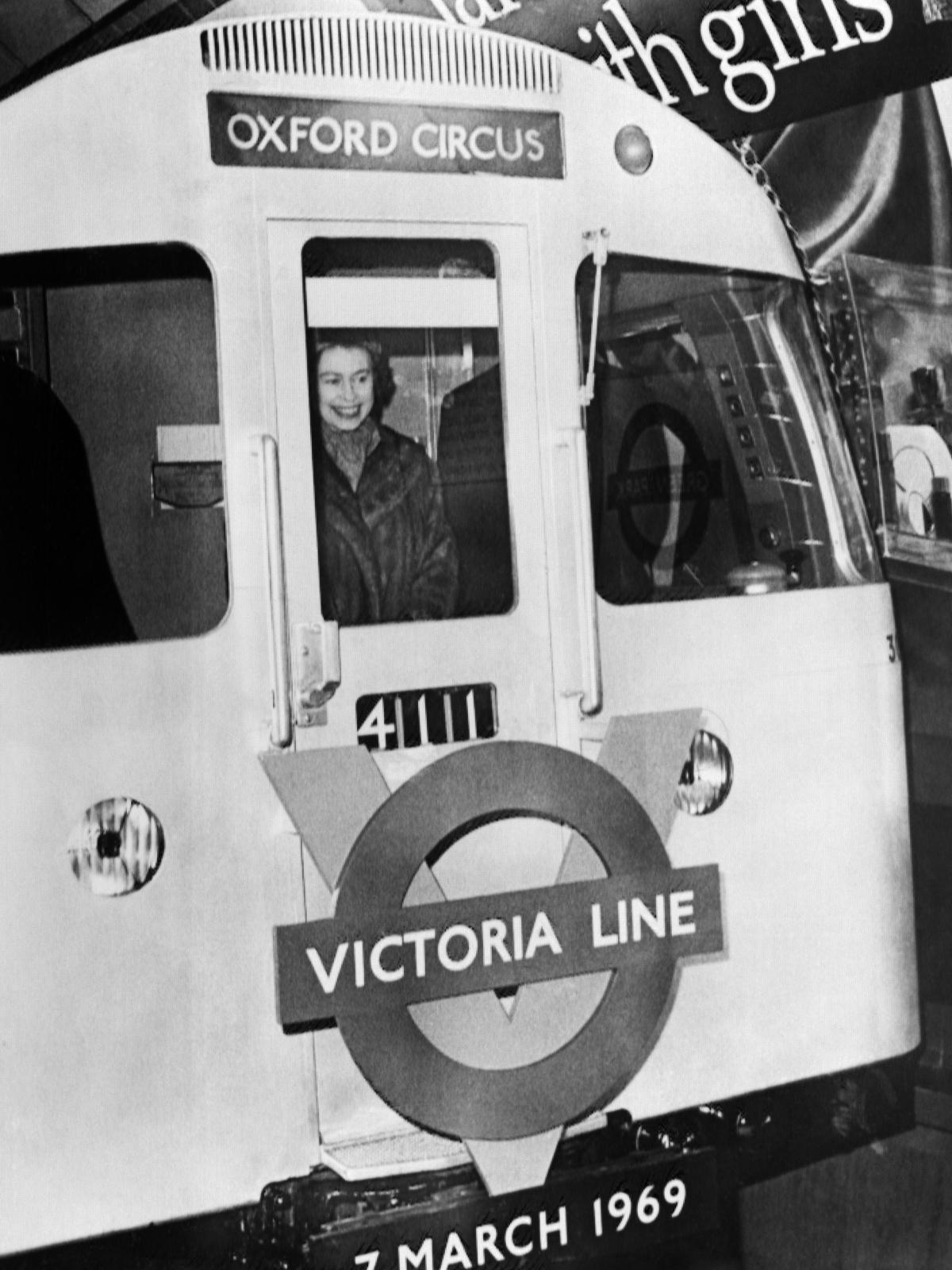 victoria line queen