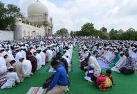 Indian Muslims praying