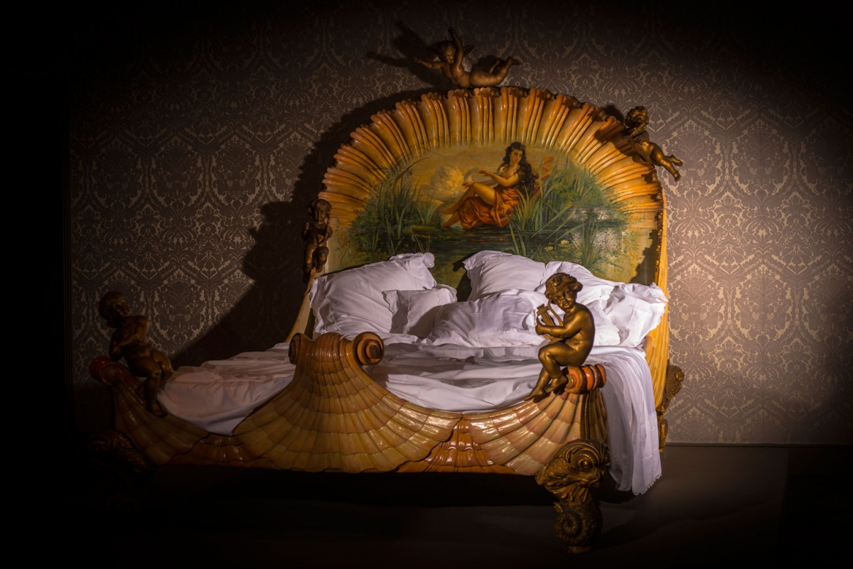 Bed, after 1860, painted, gilt and carved wood, Ville de Neuilly-sur-Seine