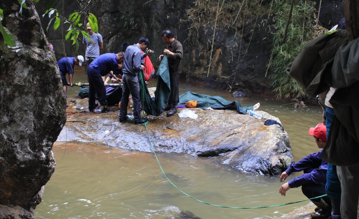 vietnam waterfall deaths three britons plunge to their