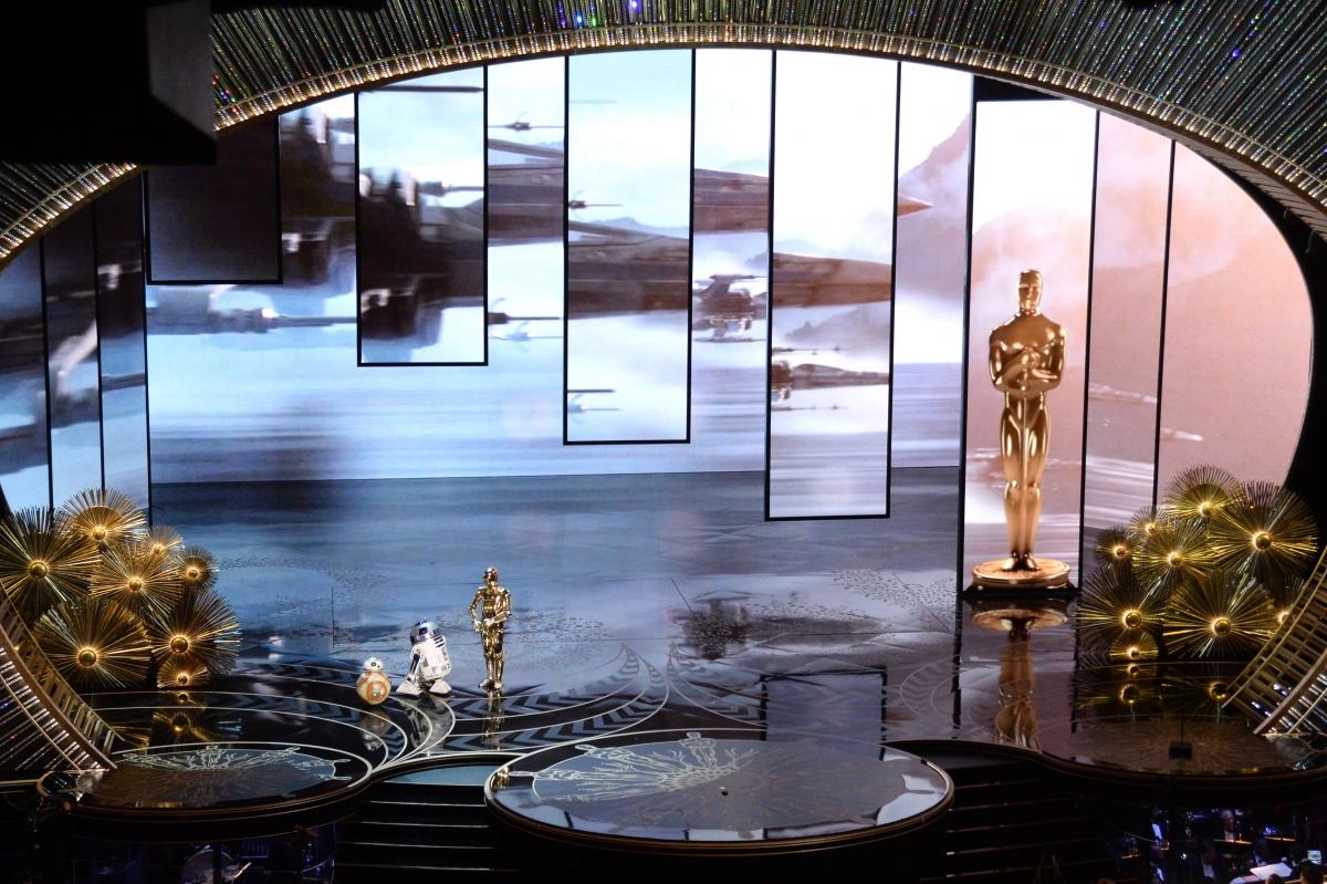 R2-D2, BB-8 and C-3P0 cute Oscars cameo