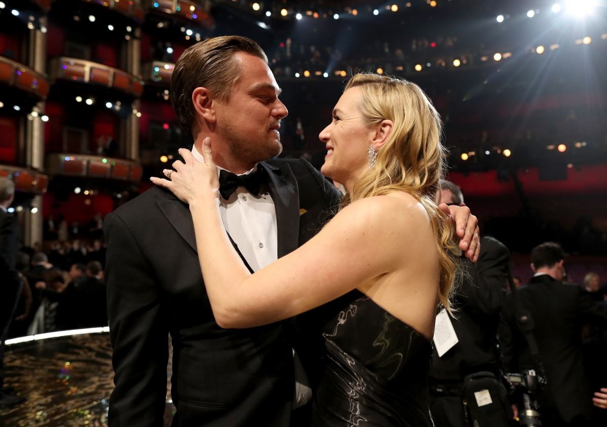 Oscars 2016: Kate Winslet breaks into tears of joy as ... Kate Winslet And Leonardo Dicaprio