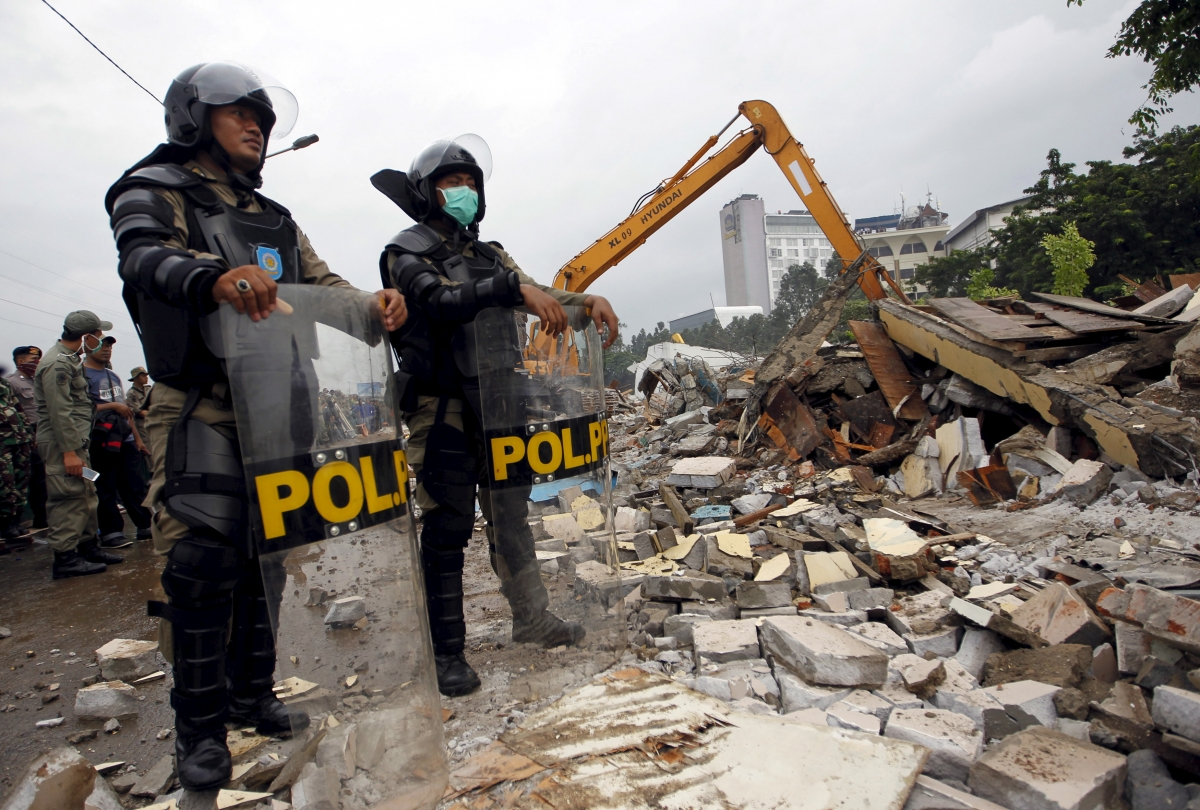 police watch kalijodo demolition